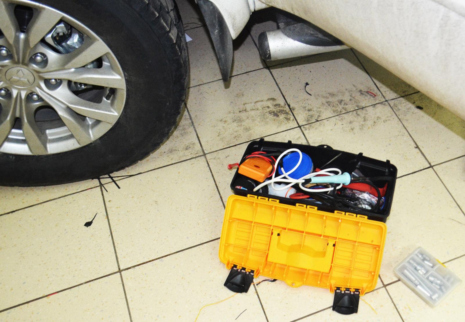 Установка замка капота на Mitsubishi Pajero Sport