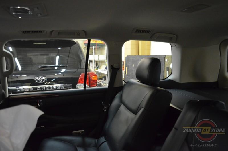 Шторки для задних пассажиров на Lexus LX570