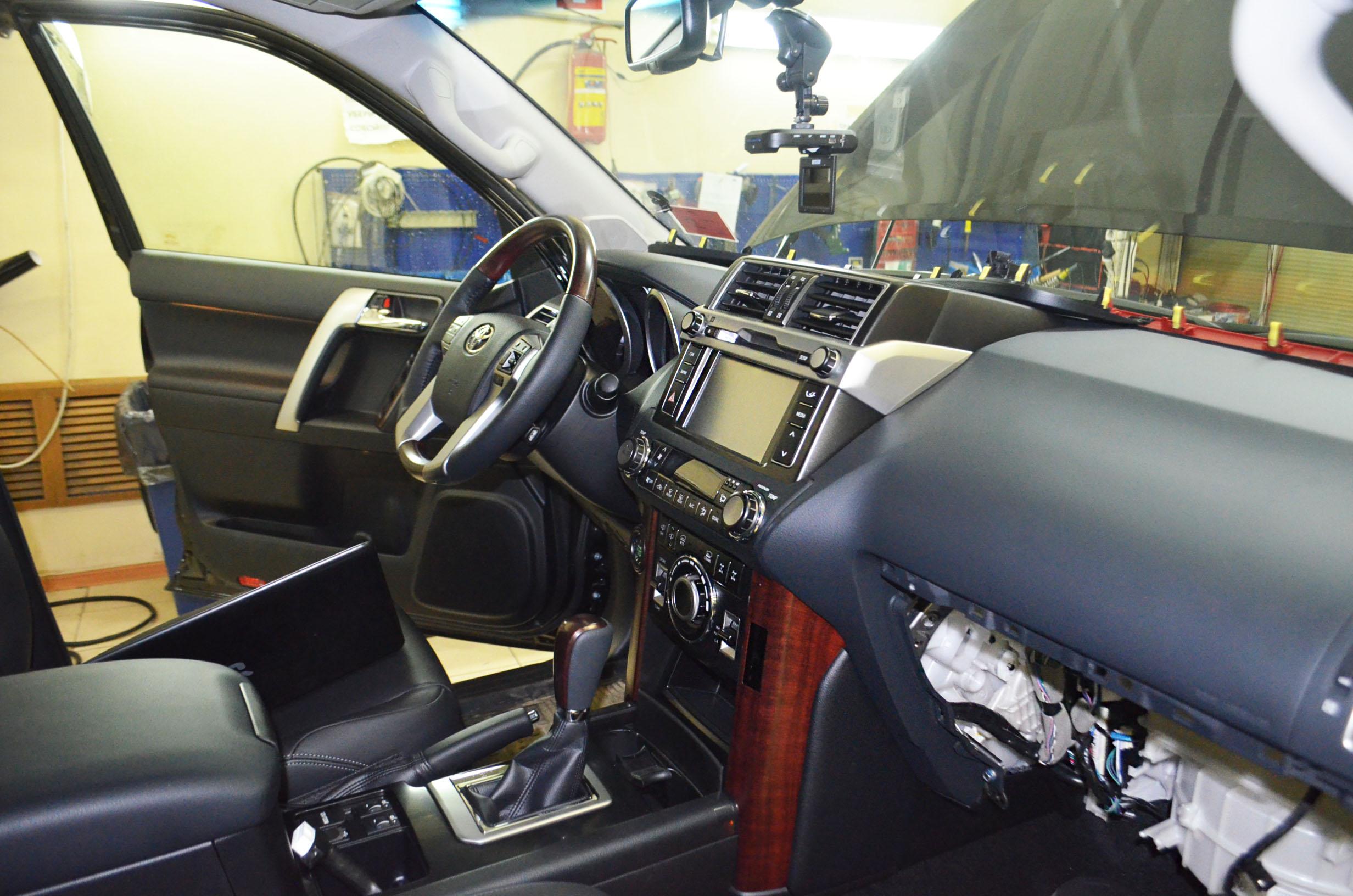 Авторская секретная кнопка для Toyota Prado