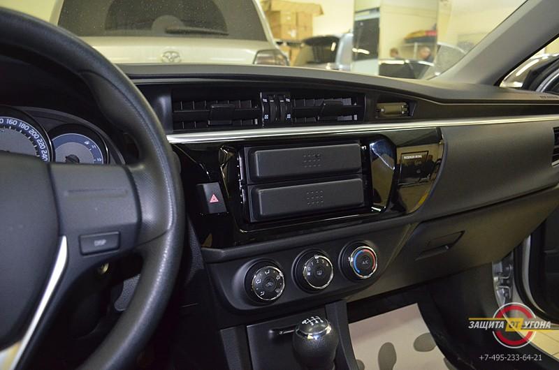 Установка штатного головного устройства SWAT и камеры заднего вида на Toyota Corolla 2013
