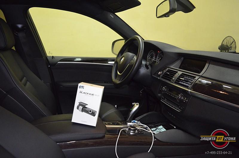 Видеорегистратор BlackVue 500 на BMW X6