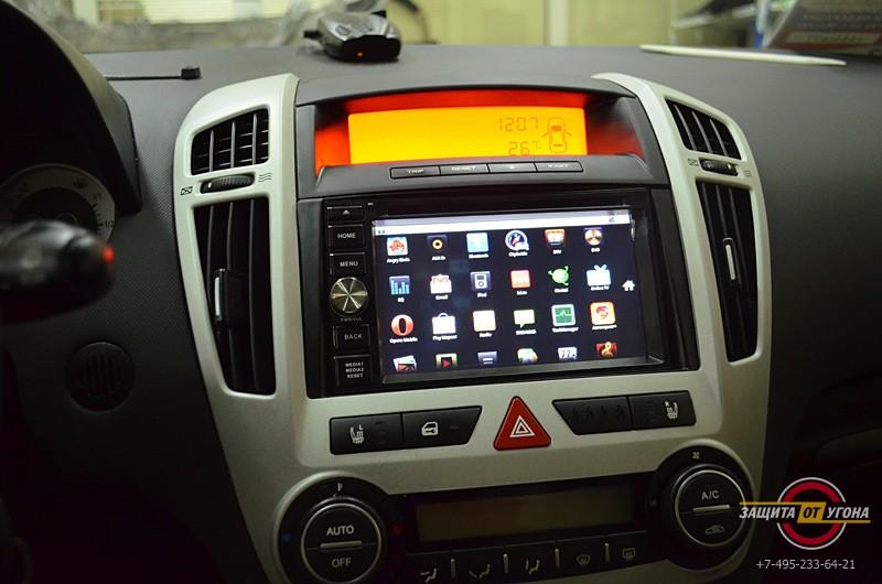 Штатное головное устройство Flyaudio на Toyota Rav4