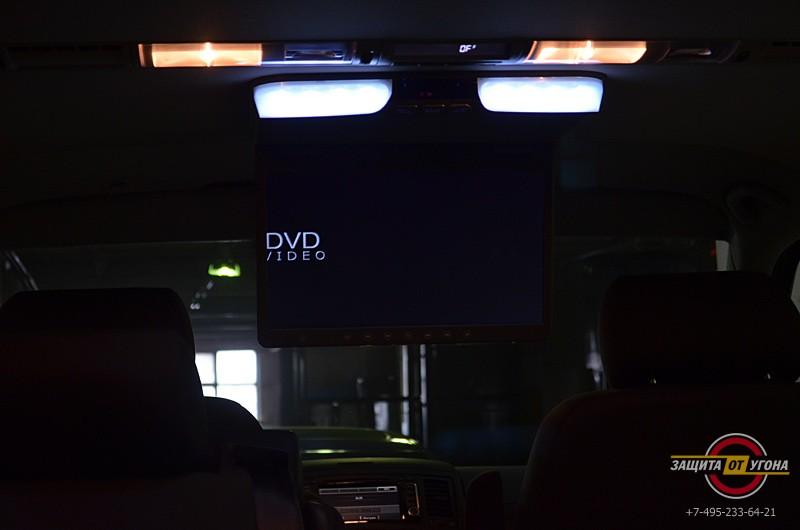 Монитор AVIS 15 на потолок VW Multivan