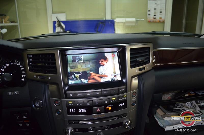 Цифровое телевидение Lexus LX570 с управлением от штатного тачскрин