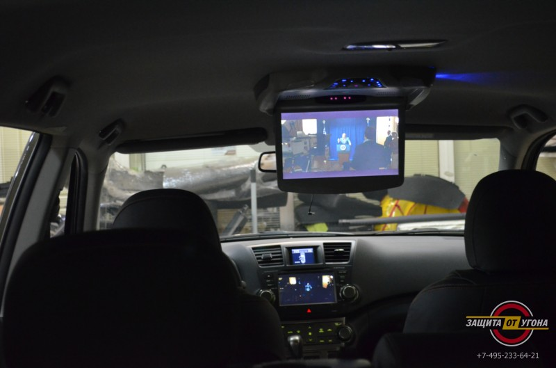 Потолочный монитор на Toyota Highlander