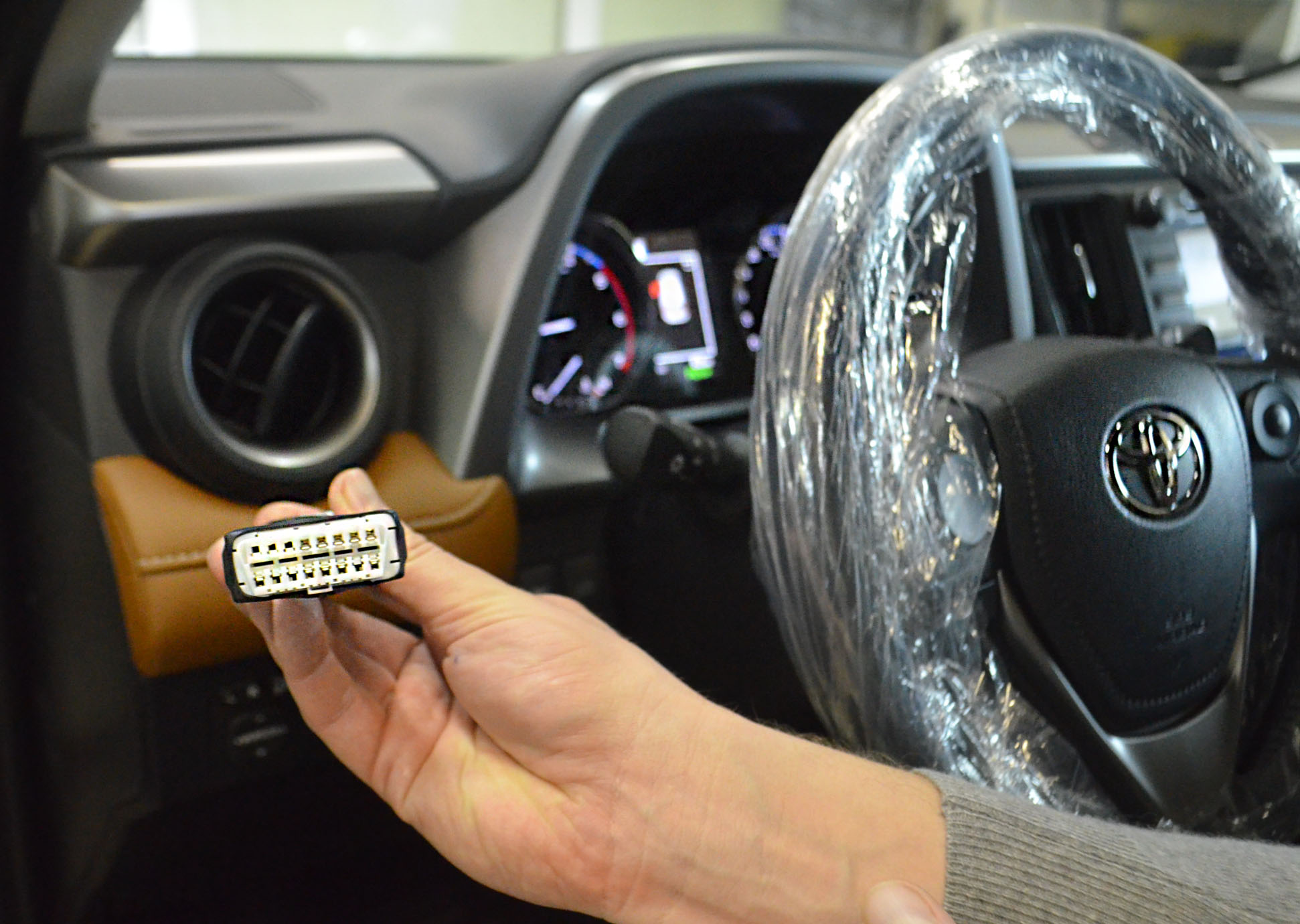 Усиление защиты: подмена OBD разъема на Toyota Rav 4
