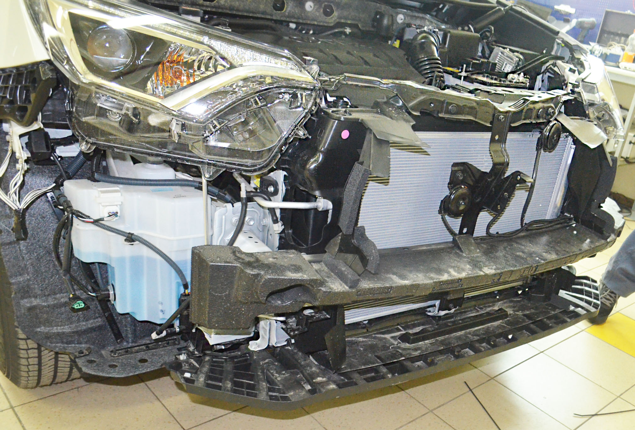 Установка сетки радиатора на Toyota Rav 4
