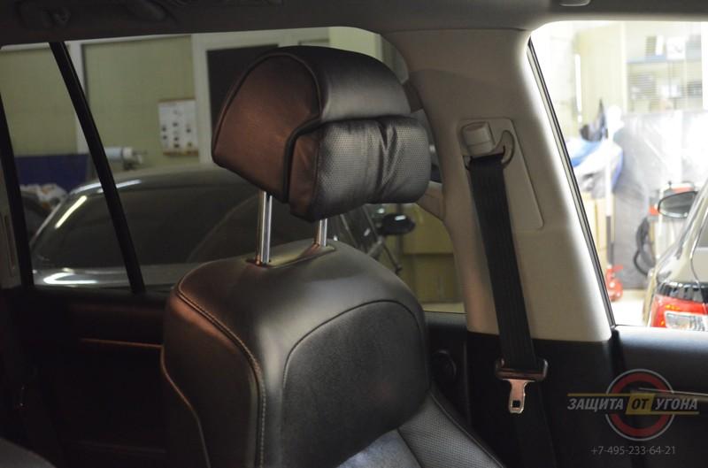 Передние сиденья от BMW 7 на Toyota LC200