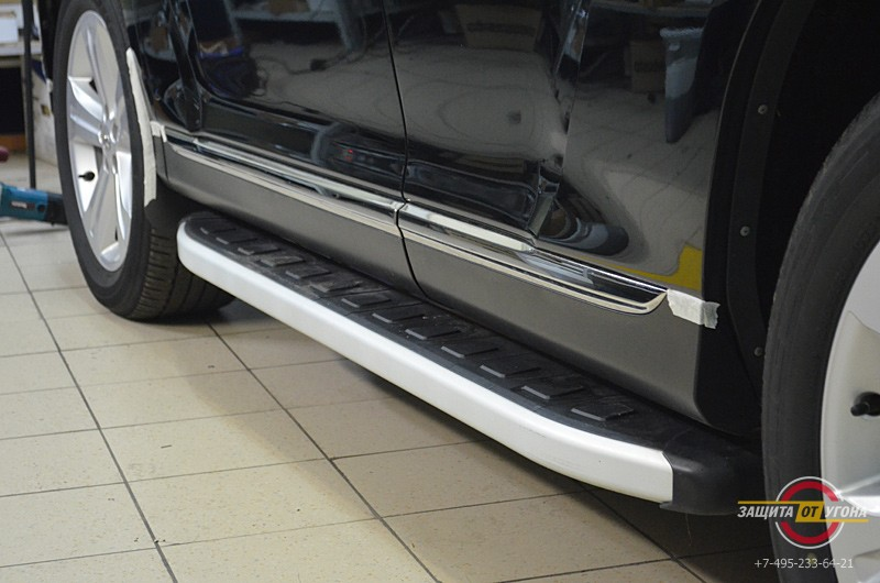 Боковые пороги на Toyota Highlander