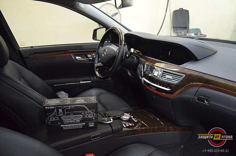 Установка регистратора Axiom на 2 камеры на Mercedes S221 2013