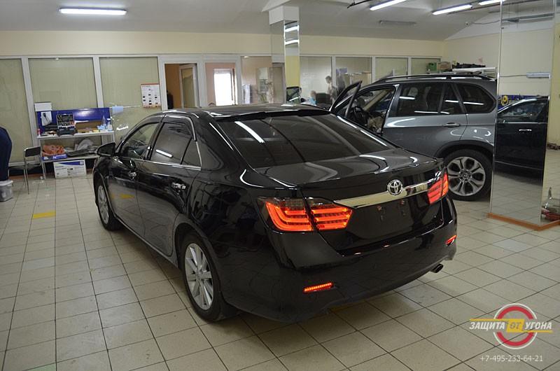 Оптика в стиле Lexus и спойлер на Toyota Camry V50