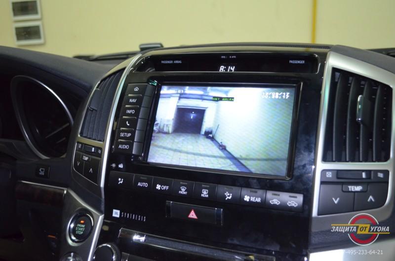 Видеорегистрация на штатный монитор на Toyota LC200
