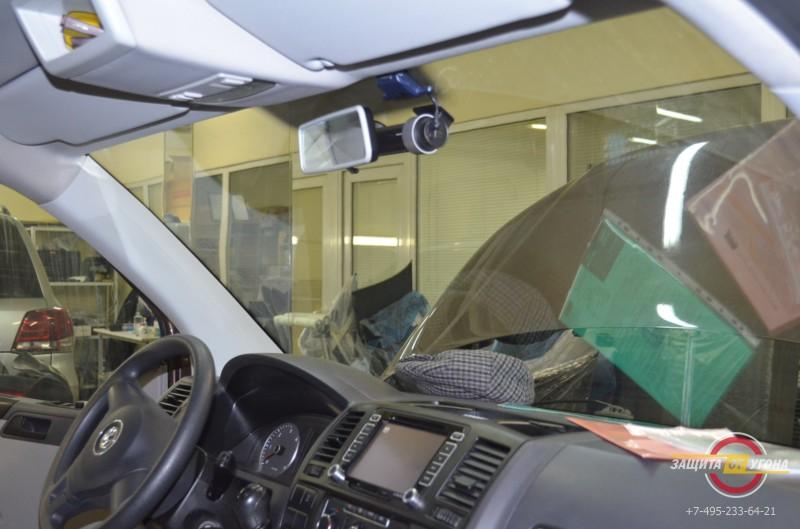 Видеорегистратор Blackvue500 на VW Caravelle