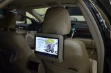 Установка заднего навесного монитора Avis на Toyota Camry V50